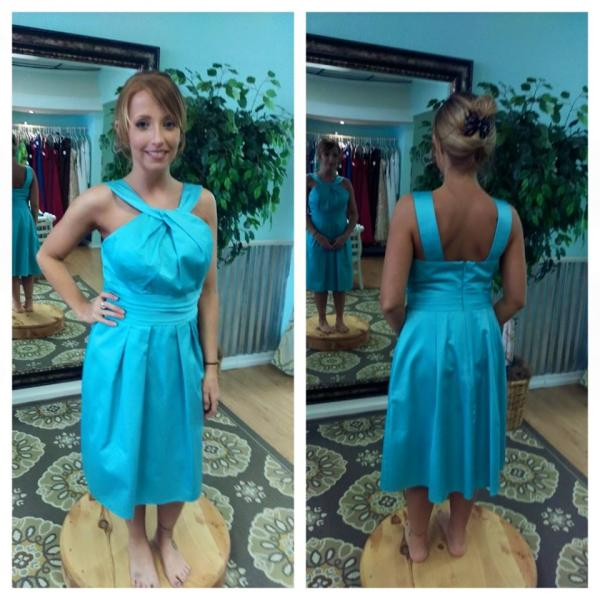 Planning a summer wedding? This vibrant short blue bridesmaid dress is a classic choice for a summer wedding. (Size 4)